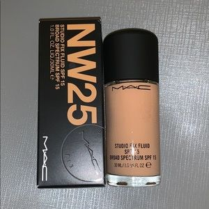 NW25 Studio Fix Fluid Foundation